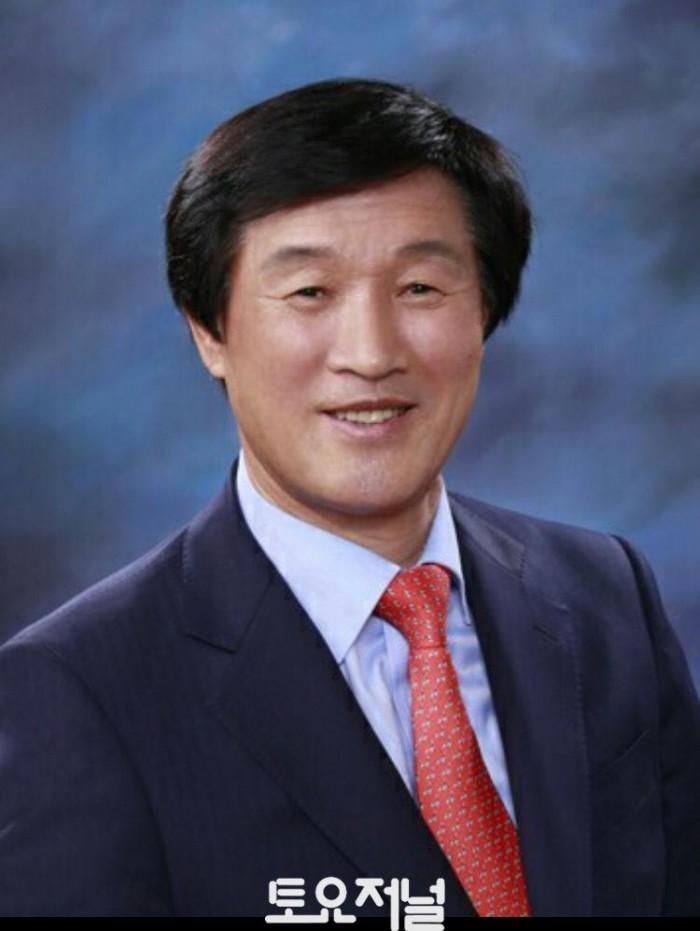 조성정 백제홍삼 회장 증명사진.jpg