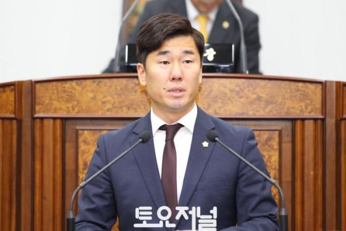 3. 0522_제263회 임시회 제2차 본회의 김영민 의원 5분 자유발언 사진.JPG