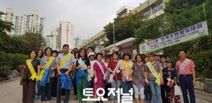 송파구의원 주민과 함께 동네 청소 실시.jpg