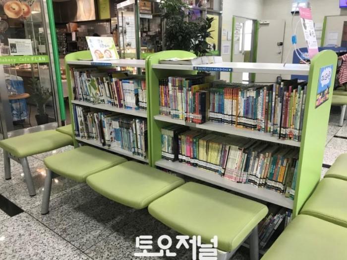 강동유소년스포츠센터 미니도서관 정비 8.29.jpg