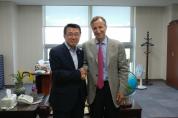 심재권 국회의원, 유진벨 재단 회장 면담
